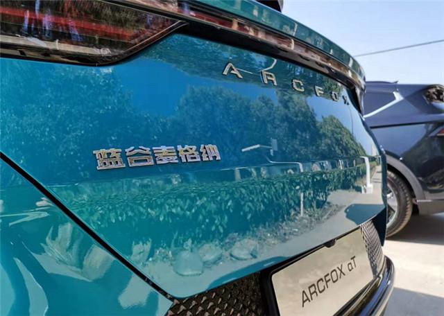 """玩转""""破界"""" ARCFOX极狐αT带你感受高端纯电SUV座驾"""