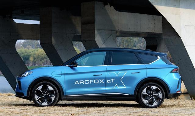 ARCFOX极狐αT:性能出众 你的不二选择